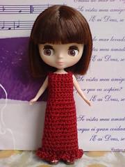 Elegant in dark red for Petite Blythe
