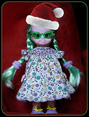Unlikely Elf (jillybug ~) Tags: glasses shoes dress witch ew emerald santaself giftee thankyoumxoxoxo