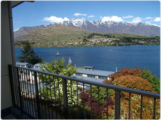 queenstown luxury lakeside holiday home views