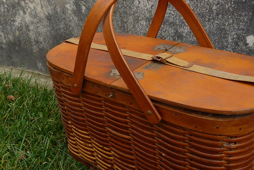 mama's new old picnic basket