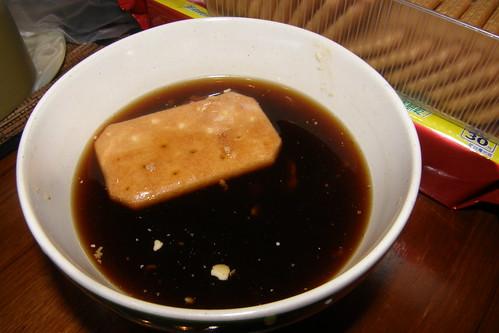 30.孔雀餅乾在咖啡中快速浸泡及翻面