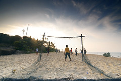 Beach Ball (arabischenab) Tags: beach nikon malaysia pantai cokin d80 baturakit terenggany tokina1116mmf28