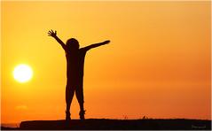 Natlia (Seracat) Tags: sunset sun france sol girl silhouette canon atardecer soleil frana nia silueta nena francia canoneos charente aquitaine royan canon500d capvespre natlia grouptripod seracat