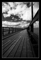 Swedish vanishing point (Simone Bonazzoli) Tags: wood sky bw cloud white lake black blanco contrast point lago nuvole sweden jetty negro perspective bn cielo vanishing bianco nero blackdiamond legno prospettiva pontile svezia rattvik puntodifuga blackwhitephotos platinumheartaward monochromeaward silijan