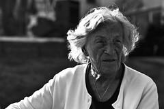 Kentucky (Korim S. Loup) Tags: portrait blackandwhite bw lady noiretblanc contrejour 7164 marche2 marche3 contrejur crève5 crève2 crève3 crève1 marche4 marche1 pascontrejur jtejure