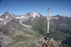 Neunerkogel (wolkennomade) Tags: sky alps trekking landscape austria sterreich availablelight summit polarizing hohetauern highalpine summitcross hohersonnblick zittelhaus hocharn goldberggruppe canoneos450d neunerkogel canonefs18200mmf13556is