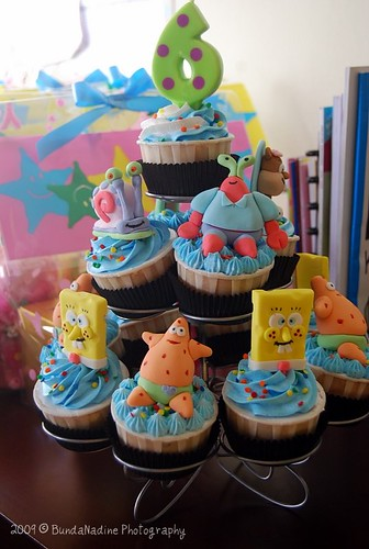 cupcakes spongebob on tiers