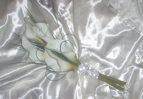 *carmel 275 po*brides over arm calla lily bouquet.with silver bling and grasses by you.