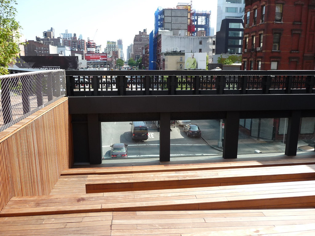 Photo of the theater onto the street at the High Line