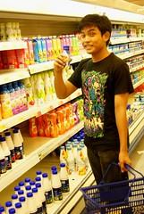 ijam bliss bole? (shahfreshtilldeath) Tags: shopping market drink air tesco mango hyper yogurt nizam ijam mangga shahrul minuman