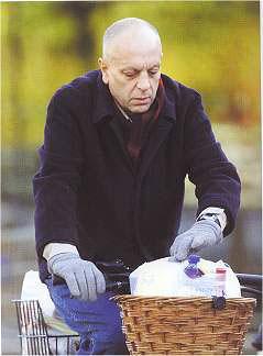 Esse senhorzinho aí é o Syd Barrett, o cara que inventou o Pink Floyd, aquele que compôs Bike, muito LSD...