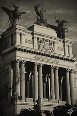 Ministerio (Xag.) Tags: madrid photoshop bn estatuas columna ministerio agricultura cs4 capitel duotono xag ltytr1 a3b cruzadasii