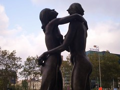 Sculpture Female Nudes Embracing 17 - Finance Tower Brussels