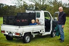 Transporting (Lenny&Meriel) Tags: friends cider 2009 foley