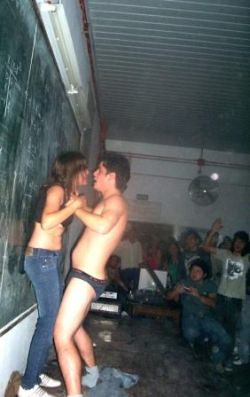 fiesta de strippers en la universidad