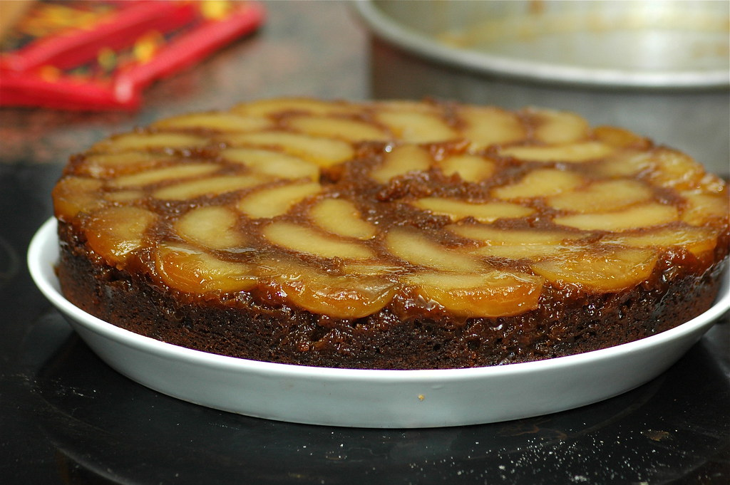 apple gingerbread upside down cake