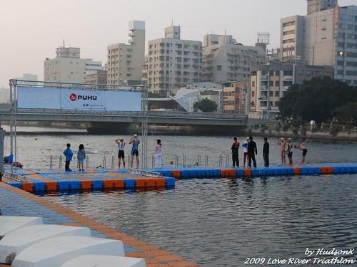愛河游泳出發平台