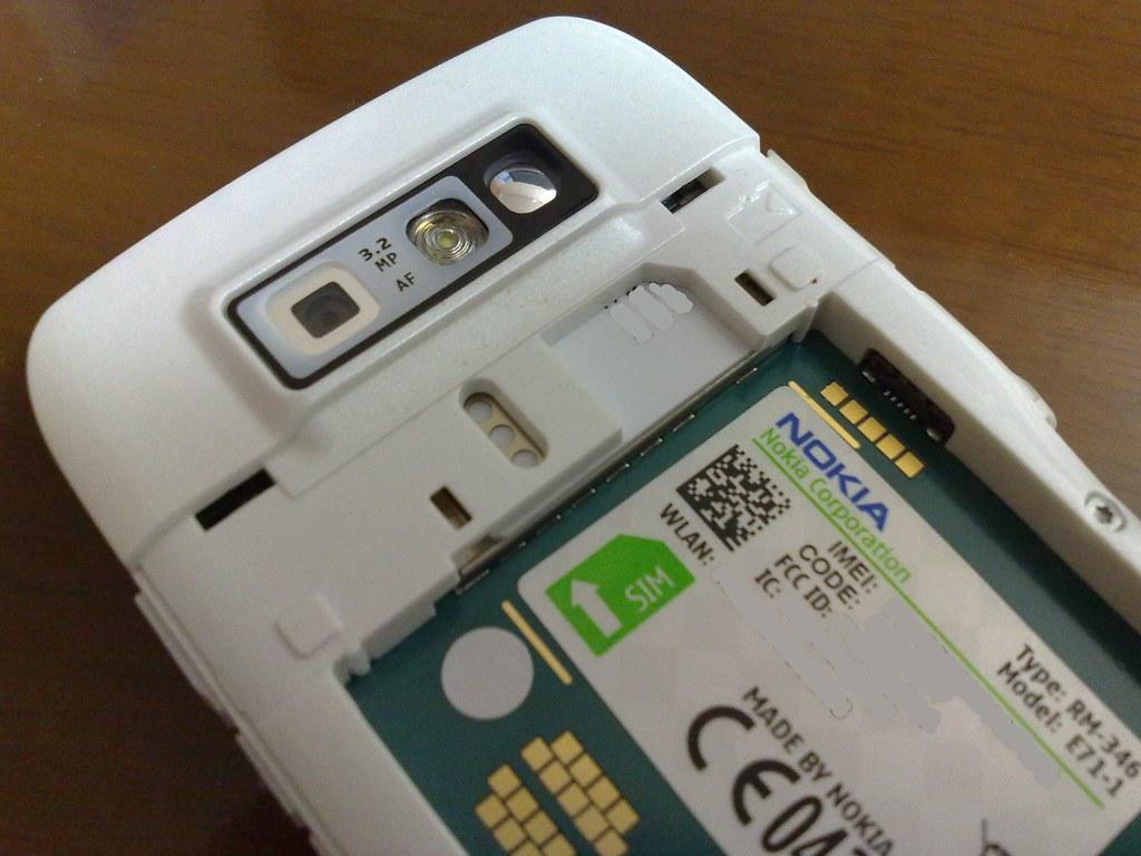 NOKIA E71 SIM slot