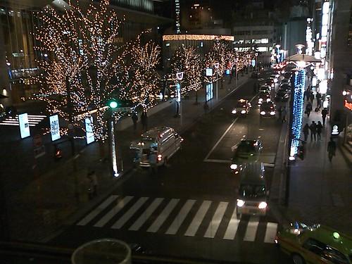 赤坂Bizタワーと救急車