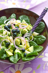 Insalata di avocado, spinacini e mirtilli