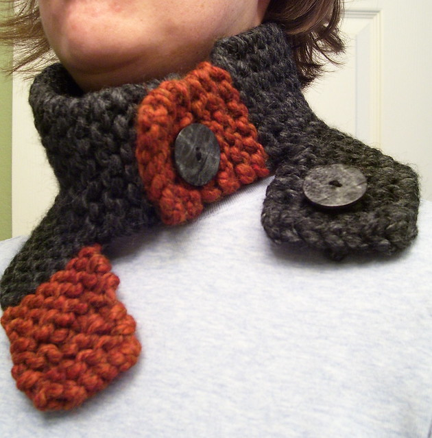 Chunky Knit Scarflette 01