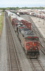 CN SD60F 5509 NEENAH, WI 2009 (nordique72) Tags: vacation wisconsin yard cn july overpass trains railroads canadiannational neenah cecilstreet sd60f l523