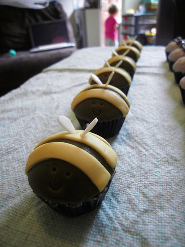 Mini Bee Cupcakes