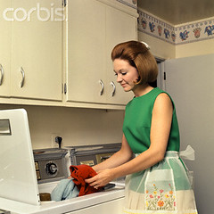 42-20040342 (draebjb) Tags: people vintage 1 women retro indoors housework females domesticscenes everydayscenes adults housewife halflength chores oldfashioned youngadults 20sadult youngadultwoman 2025years homemaker 1970sstyle