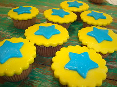 SWEET SUGAR - By Michelle Lanza - Brasil (SWEET SUGAR By Michelle Lanza) Tags: azul cupcakes estrela amarelo sp sweetsugar cupcakesdecorados atelierdoacar sweetsugarbymichellelanza