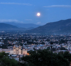Oaxaca por la noche () Tags: world city sky moon mist mountain mountains heritage luz church fog skyline mxico architecture night del lune garden stars mesoamerica lights luces noche site day catholic dominican order peace view roman jardin catedral iglesia ciudad luna sierra unesco full monastery cerro valley nightlight universidad mexicanos oaxaca lua moonlight sur former baroque ecclesiastical domingo estrella tranquil santo madre sleeper fortin montaas juarez religous nocturno benito guzmn tranquillo mixtec autnoma zapotec jurez ethnobotanical oaxacadejuarez cerrodelfortin nicksaum rafa2008oax