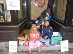 LOOK, Cute kid selling cars
