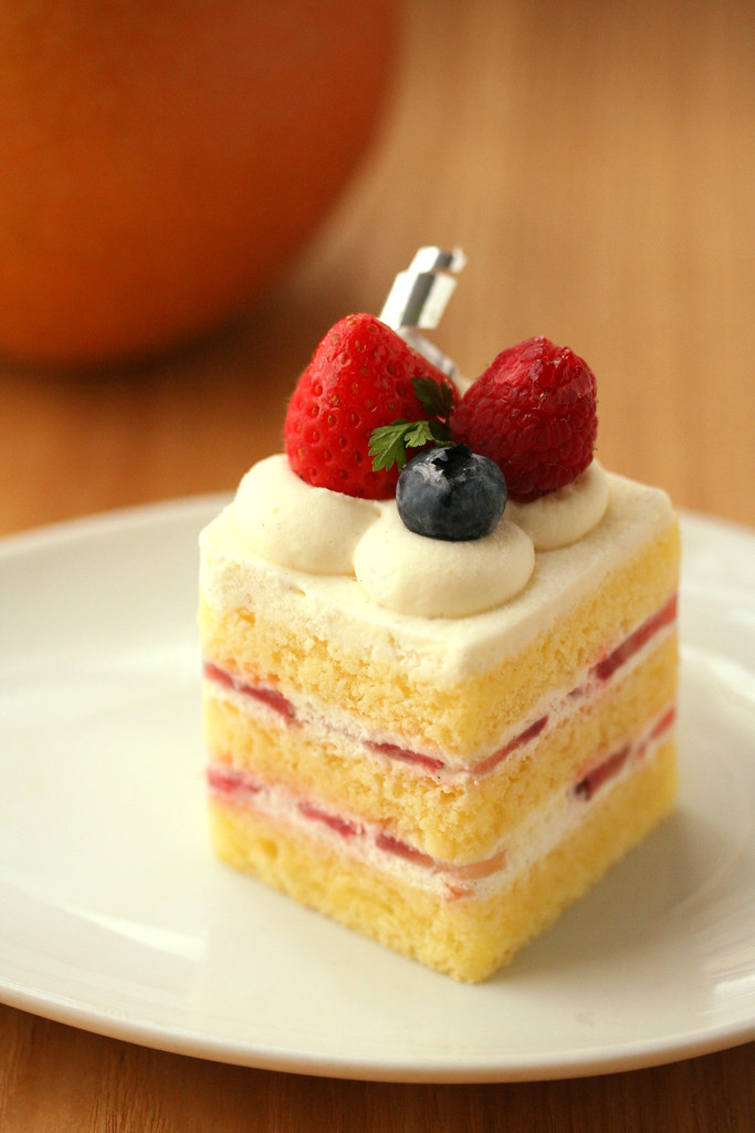 berry shortcake & apple pear (hanabi.) Tags: food cake fruit ...