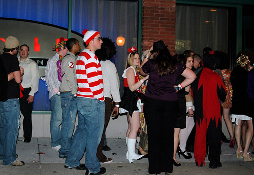 Scary Gifs That Pop Up http://scarypics.sc.funpic.org/gifs-scary/wheres-waldo-scary-pop-up.html