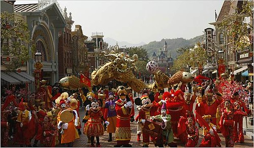 .China Approves Disney Theme Park in Shanghai