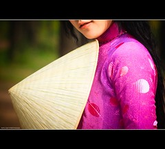 Vietnam | Hue city: The Aodai and conical hat~ (Vu Pham in Vietnam) Tags: pink portrait lady design asia vietnamese dress purple candid patterns traditional vietnam 2009 indochina hué việtnam conicalhat tím huế explored việt áodài nónlá raininvietnam