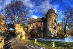 Haus zum Haus (rawshooter72) Tags: lake castle canon eos haus schloss hdr wasserburg burg hdri ratingen zum photomatix tonemapped 2ev 1000d