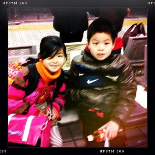 今から子供たちは新幹線で神戸へ。おじいちゃん、おばあちゃんにワガママ言わず風邪ひかず達者で☺