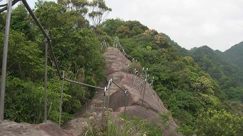 皇帝殿登山步道_16一路上都有欄杆還算安全_2011_05_07
