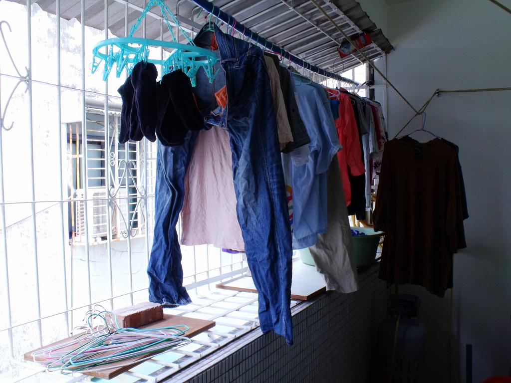 被當衣櫥的後陽台