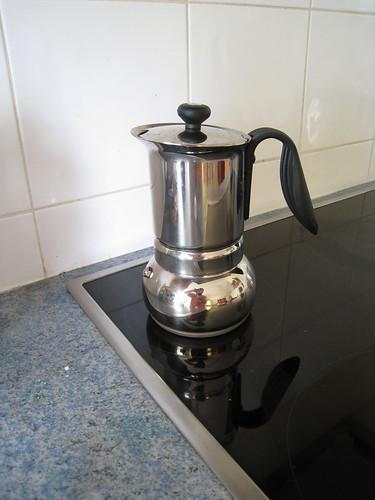 Je hais le printemps bon caf - Cafetiere qui moud le grain ...