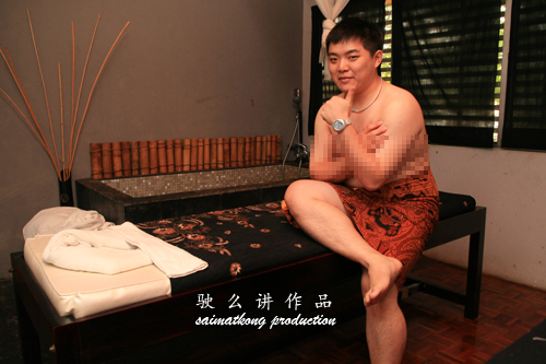 Saimatkong doing massage