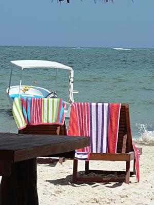 2 chaises longues devant la mer au PMT.jpg