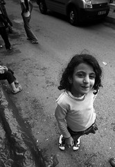 """""""cilveli selanik:)"""" (nilgun erzik) Tags: türkiye istanbul çocuk yağmursonrası fenerbalat fotografkıraathanesi fotografca biyerlerde eylul2009 sehirdezaman"""