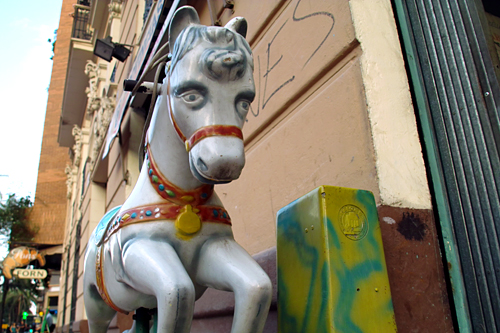 Plastic-horse-Valencia
