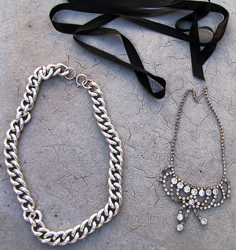 chunky-chain-vintage-rhinestone-necklace-diy