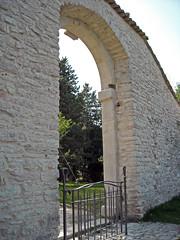 Santuario di Macereto - Visso (Mc) (Babj) Tags: tree arch vault albero arco marche visso santuariomacereto