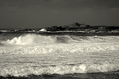 Fort Hommet (Ningaloo.) Tags: white black canon 350d coast raw waves fort guernsey headland vazon hommet 70210mm