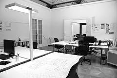 20091102 Raumpunkt sw 05 (Markus fotografiert) Tags: architektur bro arbeitsplatz ambiente