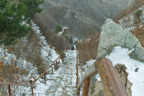 Looking down the icy steps at Huangya