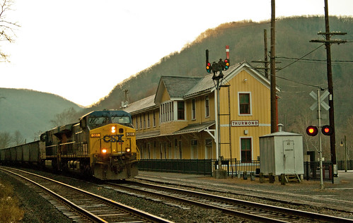 Empty Coal Train thru Thurmond, WV
